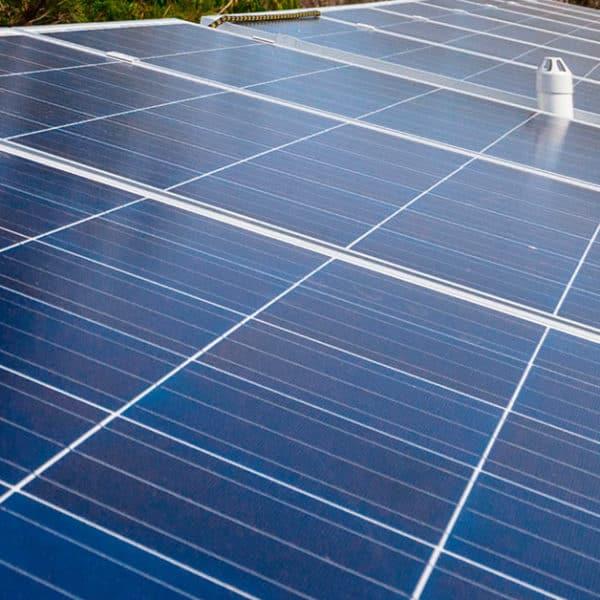 Aurinkopaneelit-omakotitaloon