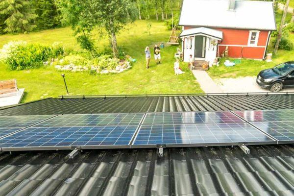 Aurinkopaneelit tuottamaan sähköä